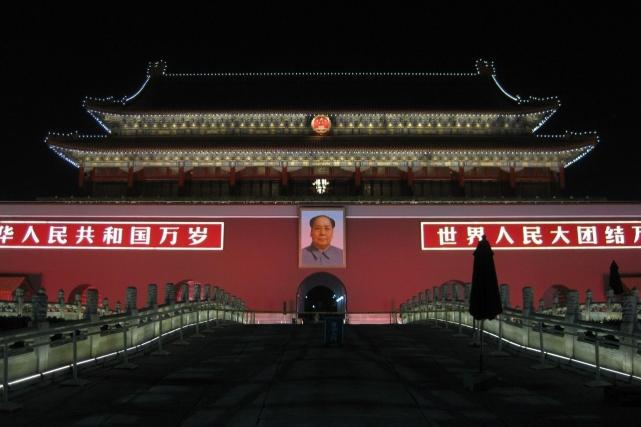 Пекин. Мао над входом в Запретный город
