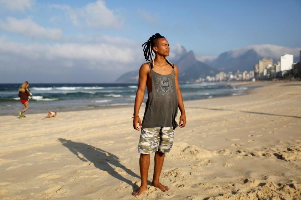Гилерме Барбоса, студент и пляжный акробат: «Выиграют те, кто сдает комнаты и работает в туристическом бизнесе. Большинство людей как всегда осталось за бортом: здравоохранение и образование не улучшится».