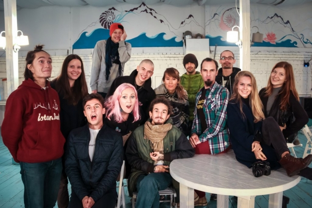Банда путешественников: Дима, Даша, Алмаз, Виталий, Саша, Дима. Кафе в паре Сокольники, октябрь 2016