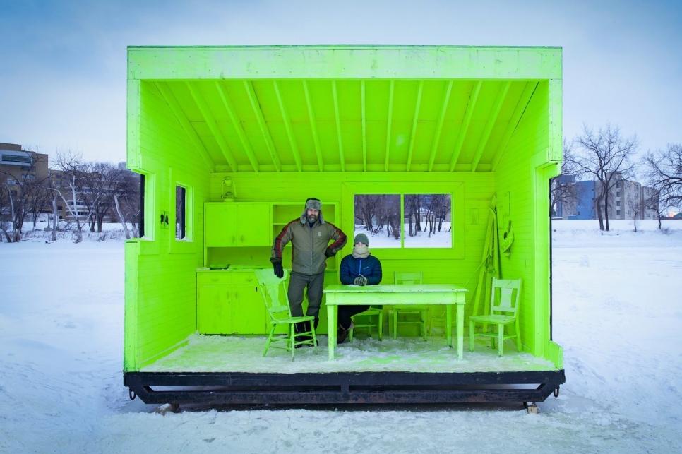 Открытая хижина для обогрева (Hygge House Warming Hut) в городе Виннепег, Канада. Хижины построены вдоль самого длинного в мире натурального катка на замерзсших реках Рэд и Ассинбойн. Помогают людям не замерзнуть в пути. Фото: 00 Paul Turang