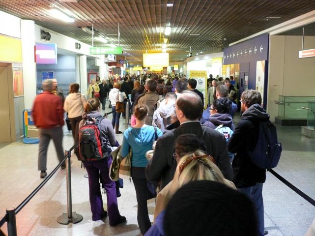 Картинки по запросу фото очередь на паспортный контроль аэропорт Базель